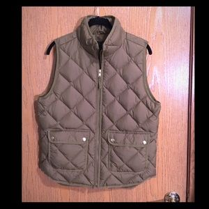 J. Crew quilted vest in M, olive green, EUC, used for sale